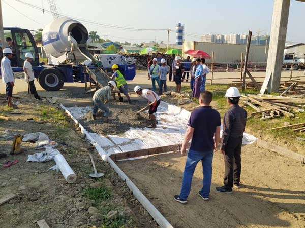 Aimix self loading concrete mixer working in Myanmar 1